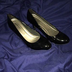 Black shiny heels